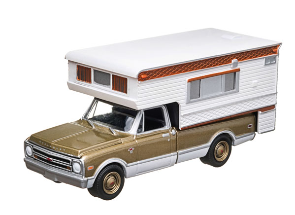 with Large Camper (Hobby Exclusive)