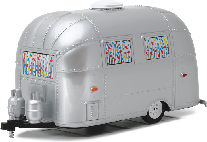 18410-B - 1:24 Hitch & Tow Series 1 - Airstream 16' Bambi - Silver with Curtain Decoration