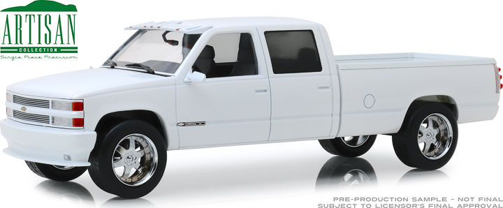 19072 - 1:18 Artisan Collection - 1997 Chevrolet 3500 Crew Cab Silverado - Olympic White