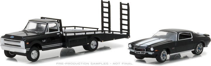 29935 - 1:64 1970 Chevy C-30 Ramp Truck with 1971 Chevrolet Camaro Z/28